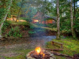 Buddy`s Bungalow-Magical Creekside Cabin - United States vacation rentals