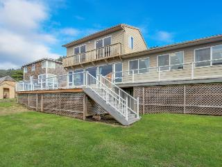 Spacious home w/ocean views & private hot tub - block-and-a-half from beach - Lincoln City vacation rentals