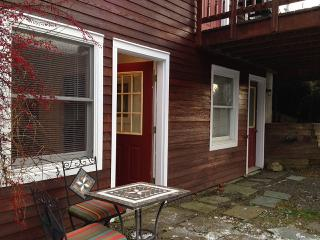 Modern 1BR Apt - 6 Miles to Dreams Park - Sleeps 3 - Cooperstown vacation rentals