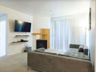 Large Luxury 2bdrm Studio City w/ Amenities!!! - Burbank vacation rentals