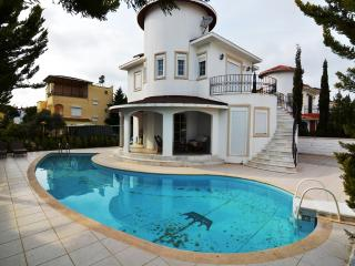 2 bedroom Villa with Internet Access in Bogazkent - Bogazkent vacation rentals