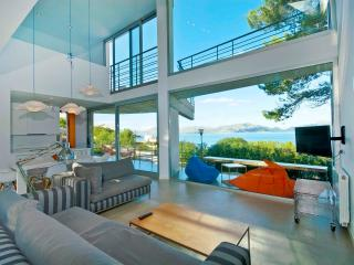 Stunning modern architect's house by the sea - Mal Pas vacation rentals
