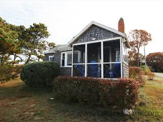 THE QUINTESSENTIAL VINEYARD COTTAGE!! - Oak Bluffs vacation rentals