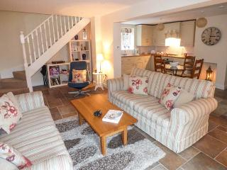 SMITHY COTTAGE ON THE MILL POND, character cottage, en-suite, WiFi, close to amenities, in Cromford, Ref 930701 - Cromford vacation rentals
