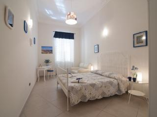 Charming Condo in Naples with Alarm Clock, sleeps 10 - Naples vacation rentals
