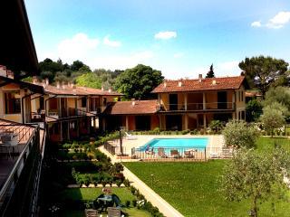SULZANO a 50mt dal LAGO (con piscina) SCIA 19823 - Sulzano vacation rentals