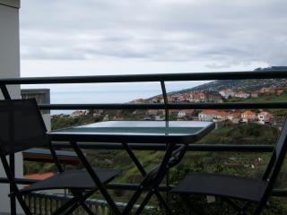 Casa Serramar - Apartamento com varanda - Arco da Calheta vacation rentals