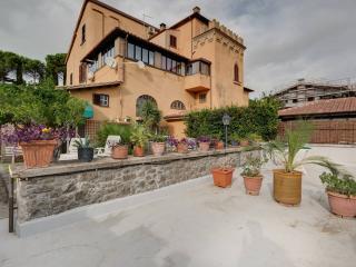 Appartamento Fiordaliso - Residence Paolina - Marino vacation rentals