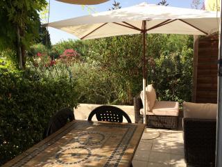Maison 2 chambres dans résidence avec piscine - Saint Etienne du Gres vacation rentals