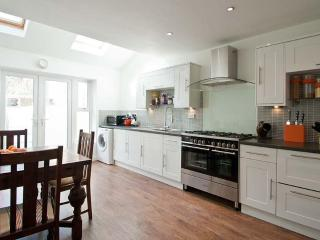 Comfortable 2 bedroom Cottage in Mumbles with Internet Access - Mumbles vacation rentals