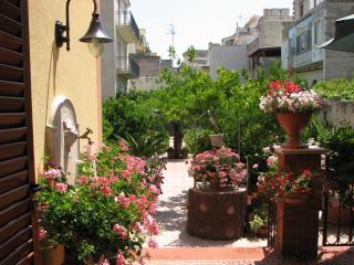 all'angolofiorito Niko - monolocale - Trapani vacation rentals