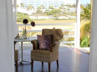 The Penthouse Suite, Modern World, $129 - Palm/Eagle Beach vacation rentals
