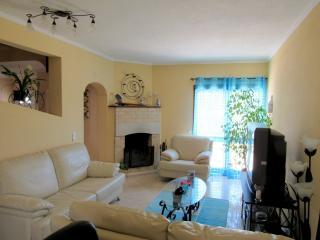 Villa nahe Strand ruhige lage in nahe Armação - Armação de Pêra vacation rentals