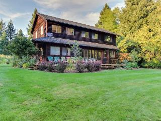 Dog-friendly, large deck, private hot tub, & creek access! - Hood River vacation rentals