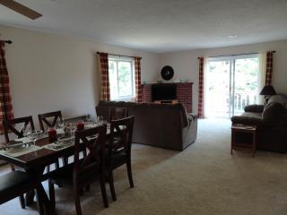 Very clean condo available for Spring Break - 10 mins N Conway, 3 mins Fryeburg - Conway vacation rentals