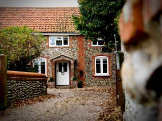 Perfect Cottage with Internet Access and Satellite Or Cable TV - Weybourne vacation rentals