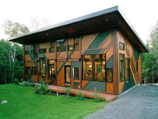 Amazing Sculptural Cottage Val-David, Quebec - Val David vacation rentals