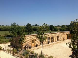 Stunning barn conversion in riverside setting - Malmesbury vacation rentals