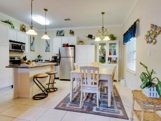 First-floor condo w/ lovely kitchen & shared pool! Dogs okay! - South Padre Island vacation rentals