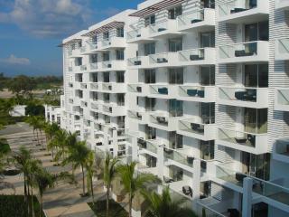 Modern beach condo on Panama Pacific Coast - Farallon vacation rentals