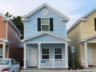 Comfortable Clean Townhouse, One Block from Beach - Myrtle Beach vacation rentals