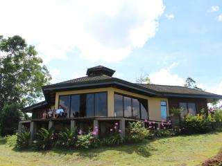 Lovely Cabin with Deck and Internet Access - La Fortuna de San Carlos vacation rentals