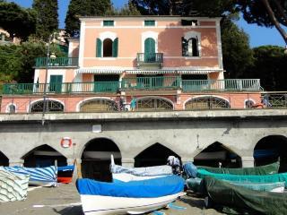 Villa Rental in Liguria, Levanto - Villa Spiaggia - Levanto vacation rentals