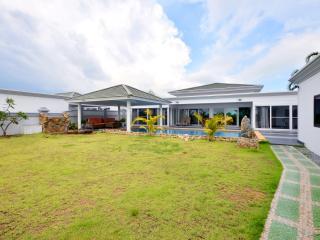 Luxury 4 bedroom modern villa with pool - Jomtien Beach vacation rentals