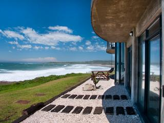 Nice House with Water Views and Game Room - East London vacation rentals