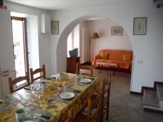 Comfortable 4 bedroom Gravedona House with Dishwasher - Gravedona vacation rentals