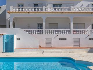 Courante Red Apartment, Albufeira, Algarve - Branqueira vacation rentals
