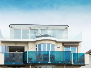 Front view of apartment - First Floor Southbourne Seafront Apartment - Bournemouth - rentals