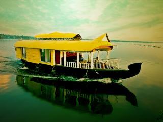 sreekrishna's deluxe honeymoon suite - Alappuzha vacation rentals