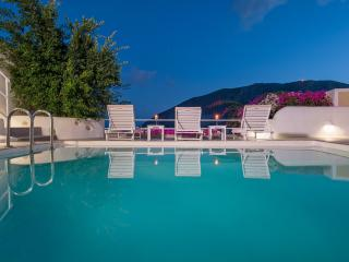 White Cave Private Villa - Pyrgos vacation rentals