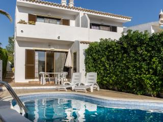 Comfortable Villa with A/C and Television - Vale do Garrao vacation rentals