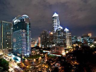 NEW High Rise, Great Location, MRT! - Bangkok vacation rentals