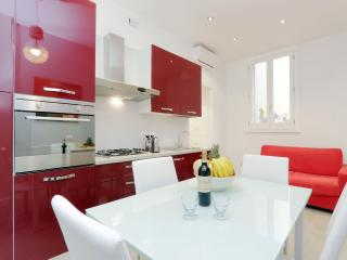Rome Colosseum Vacation Rental 3BR/2BATHS WIFI SAT - Rome vacation rentals