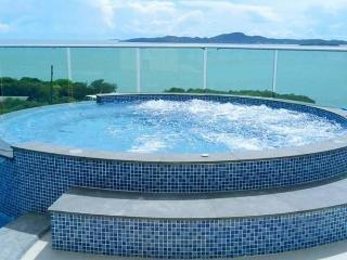 Cosy Beach View apartment - Jomtien Beach vacation rentals