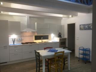 Casa vacanza sul mare nuova in Calabria - Marina di Gioiosa Ionica vacation rentals
