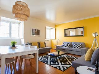 ALFAMA, 3BR+3WC+Garage up to 13 PAX - Lisbon vacation rentals