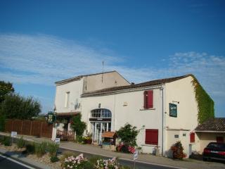 Happy Days Chambre's D'hotes de Charme - Saint-Meard-de-Gurcon vacation rentals