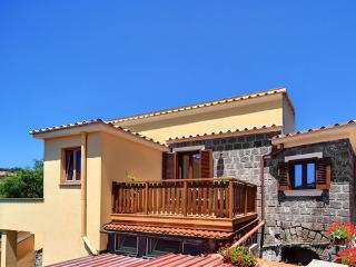 Bright 2 bedroom Condo in Metrano with Internet Access - Metrano vacation rentals