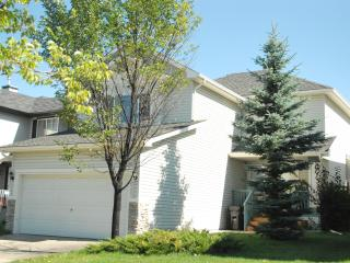 Beautiful 3 Bedroom Vacation House in Somerset - Calgary vacation rentals