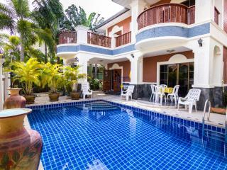 5 bedrooms villa near the beach and walking street - Pattaya vacation rentals