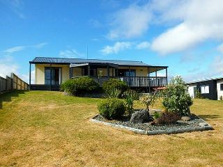 Matarangi Beach Base - Whangapoua vacation rentals