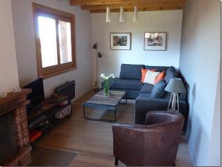 Apartment Le Vernay, fabulous views, FREE wifi - Les Carroz-d'Araches vacation rentals
