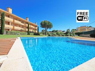 Apartment with pool in 7min from the beach - L'Escala vacation rentals