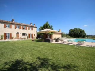 Perfect 6 bedroom Serrungarina Villa with Television - Serrungarina vacation rentals