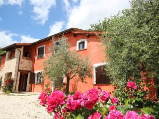 Bright Villa with Television and Washing Machine in Sant'Anatolia di Narco - Sant'Anatolia di Narco vacation rentals