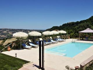 Spacious Villa in Ripatransone with Television, sleeps 11 - Ripatransone vacation rentals